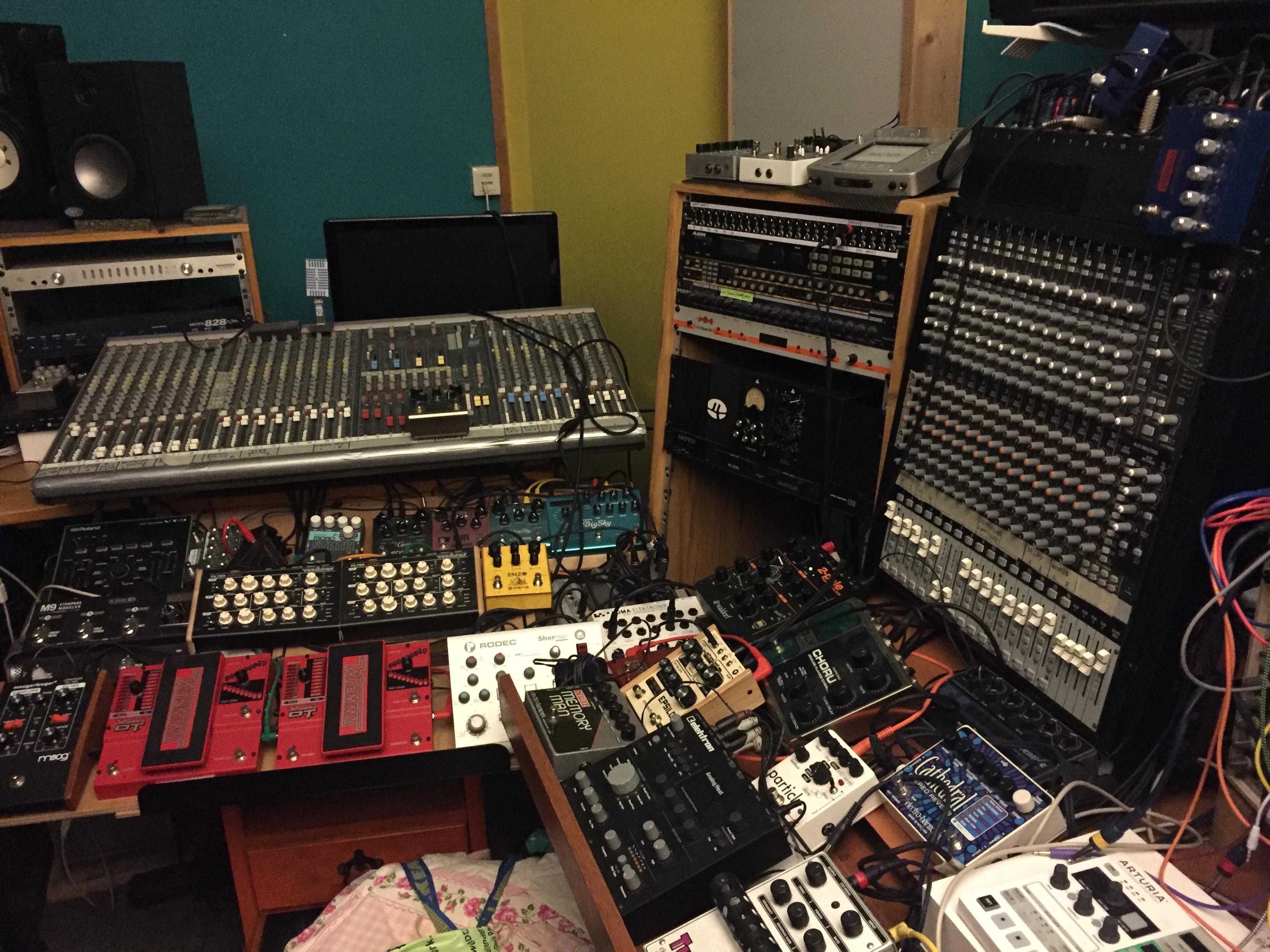 Lemon Amsterdam recording vocals at Ei Studios